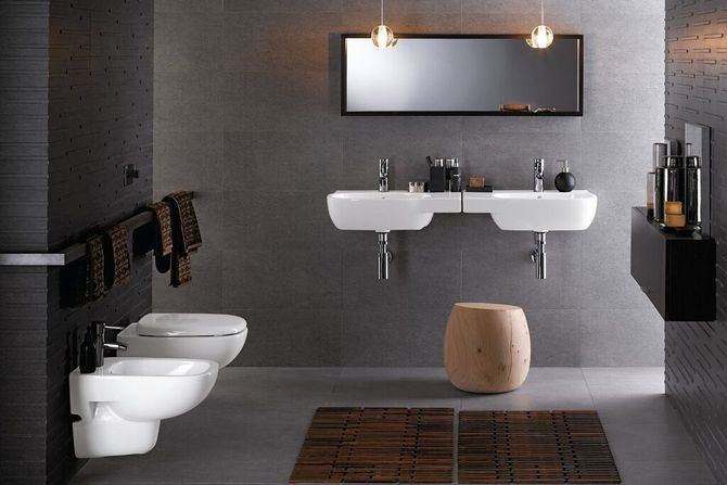 Kolor szary dobrze wygląda w pomieszczeniu z prostą, białą ceramikąFot. Koło