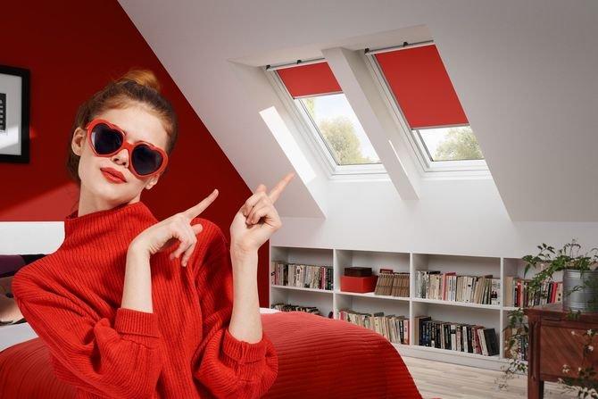Rolety do okien dachowych w dowolnym kolorze Fot. VELUX