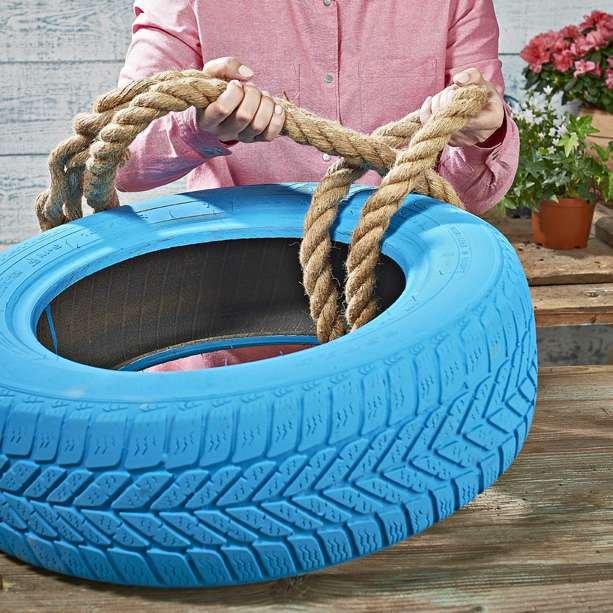 Krok 3: Na oponie wykonaj węzeł lub pętlę z grubej liny
