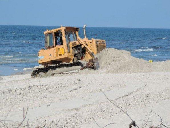 Odbudowa plaży Fot. Franciszek Rochowczyk