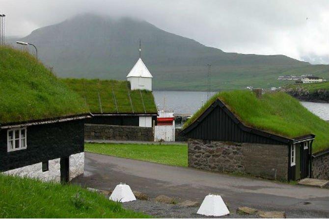 Fot. Zielone dachy na Wyspach Owczych, Fot. Erik Christensen, Porkeri/Wikipedia CC