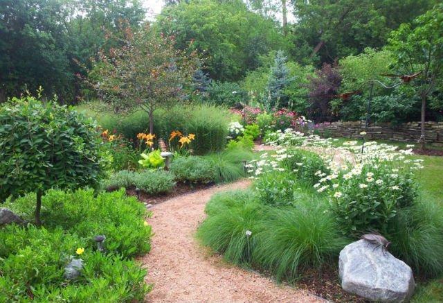 sciezka w ogrodzie hawks landscape