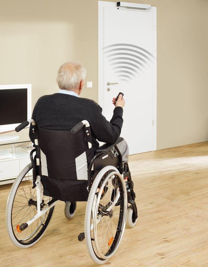 Napęd PortaMatic odpowiada na potrzeby użytkowników 60+, zwłaszcza tych o ograniczonej mobilności.