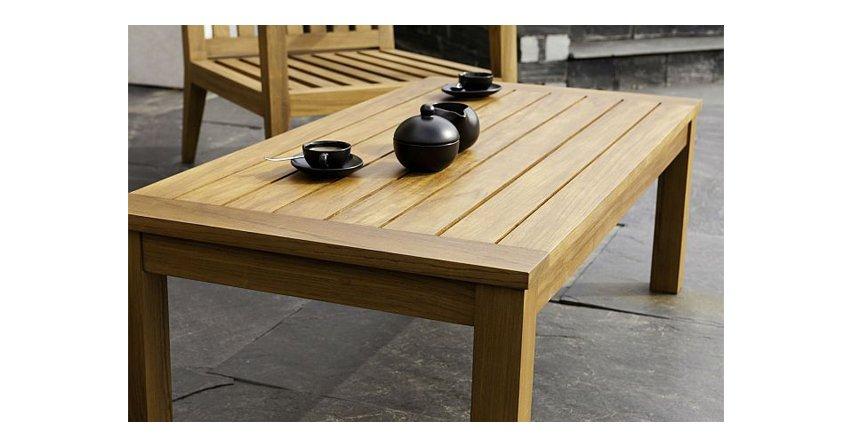 Produkty rozpuszczalnikowe sprawdzą się najlepiej na zewnątrz – do elewacji, tarasów i mebli ogrodowych.Fot. Altax