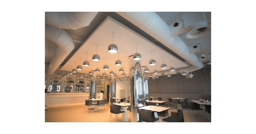 Sufity podwieszane urozmaicają architekturę wnętrza Fot. Rigips