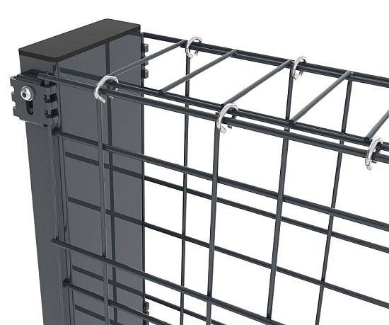 By zapobiec wybrzuszeniom w murkach gabionowych, należy zapewnić jednakowe odstępy między równoległymi panelami, używając rozpórek Zenturo. Rozpórki te zakłada się sukcesywnie w miarę wypełniania przestrzeni wybranym materiałem.
