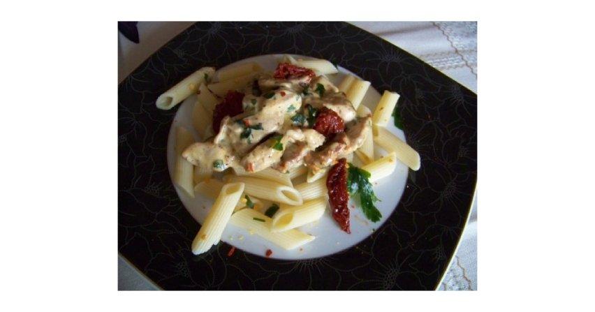 Makaron z kurczakiem w sosie rokpolowym Fot. RHCC