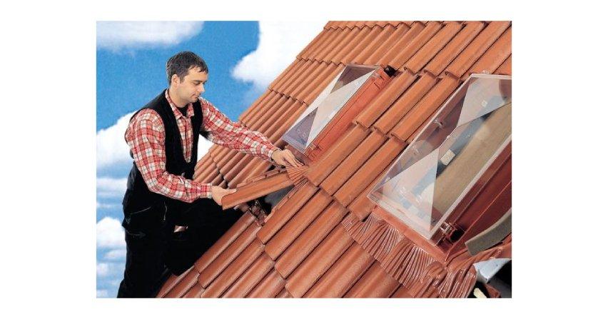 Podstawową funkcją wyłazu dachowego jest umożliwienie wyjścia na dach Fot. Kloeber