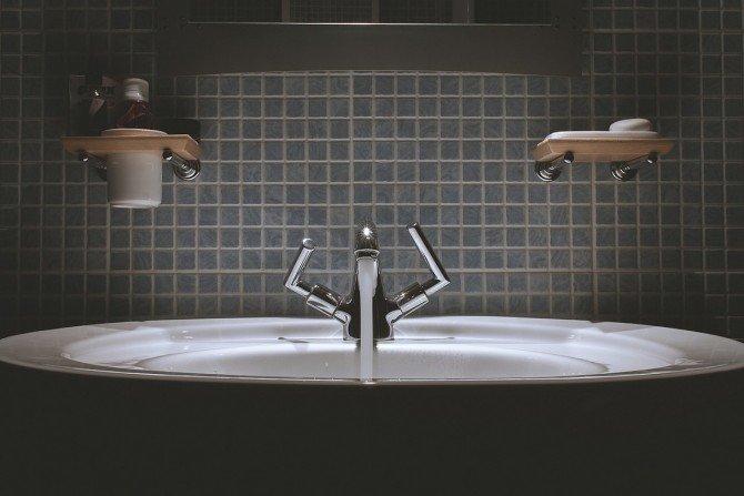 Umywalka w nowoczesnym wnętrzu