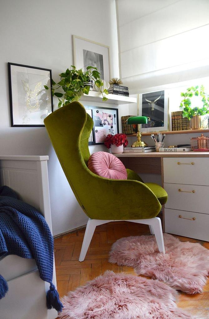 Wygodna, lekka forma, wysokie, smukłe nóżki, zaoblone kształty i delikatne pikowania to cechy najważniejsze popularnych w ostatnim czasie foteli.