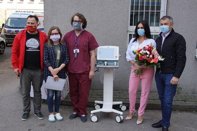 Przekazanie respiratora do szpitala