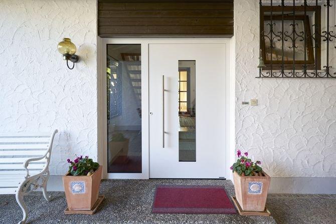 Montaż drzwi zewnętrznych krok po kroku Fot. Hörmann