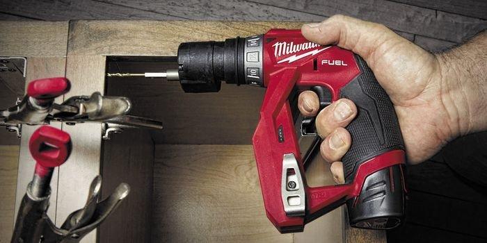 Kompaktowe narzędzia akumulatorowe ułatwiają pracę w trudno dostępnych miejscach, fot. Milwaukee