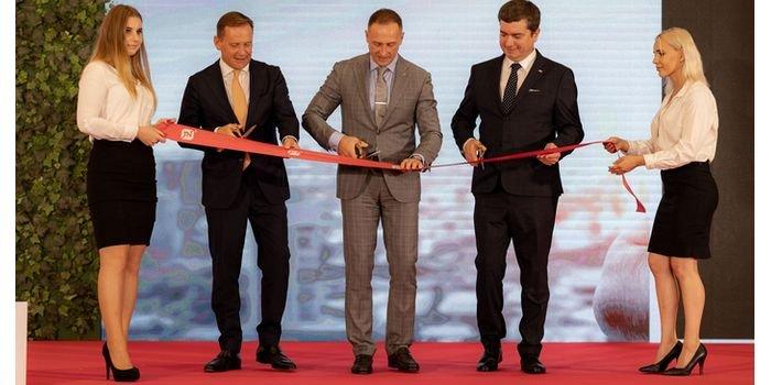 Od lewej: prezes zarządu na Europę Zachodnią i Amerykę Północną Ken Munro, prezes zarządu TN International Maxim Goryachev oraz Roman Milewski, prezes TN International Polska fot. TECHNONICOL